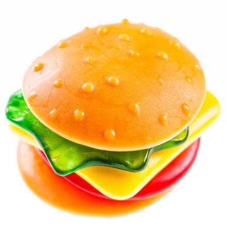 una hamburguesa jalea gomosa aislado sobre un fondo blanco