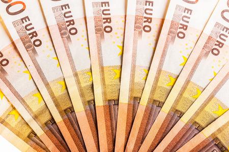 Ein Fan oder Halbkreis aus fünfzig Euro-Banknoten gleichmäßig verbreitet Standard-Bild - 73597623