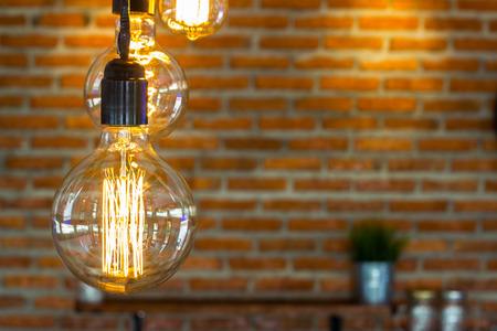 벽돌 벽 배경 블록과 램프 매달려. 스톡 콘텐츠