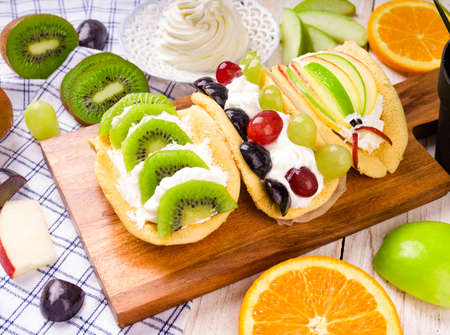Slices of kiwi in a waffle on a wooden and table cloth background.Close-up Banque d'images