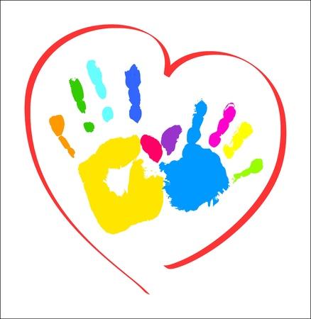 Madre s y las manos infantiles s en un corazón
