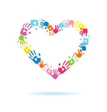 alegria: Corazón de las huellas de las manos de los padres y los niños