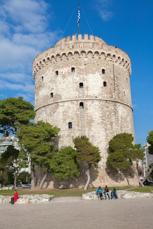noe: THESSALONIKI, GREECE - NOE 22: The white tower is the focal point of the city and all meetings arranged in this region. Also constitutes as a recreational park on NOE 22, 2012 in Thessaloniki, Greece Editorial