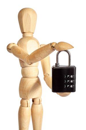 solid figure: Burattino di legno tiene piccolo lucchetto su priorità bassa bianca