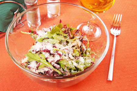 peppery: Salad with peppery arugula and radiccio in a glass dish
