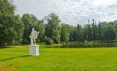gad: SAINT-PETERSBURG, RUSSIA - AUGUST 12, 2014. Ancient statue of Apollon in the Palace garden in Oranienbaum Editorial