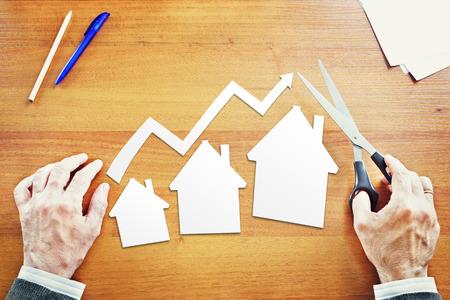 El crecimiento en las ventas de bienes raíces. Imagen conceptual abstracta Foto de archivo - 40870185