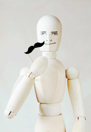 marioneta de madera: marioneta de madera con bigote falso Foto de archivo
