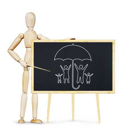 marioneta de madera: Concepto de seguro de vida. Imagen abstracta con una marioneta de madera