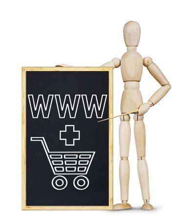 marioneta de madera: El hombre que hace la presentación sobre el mercado de Internet. Imagen conceptual con un muñeco de madera