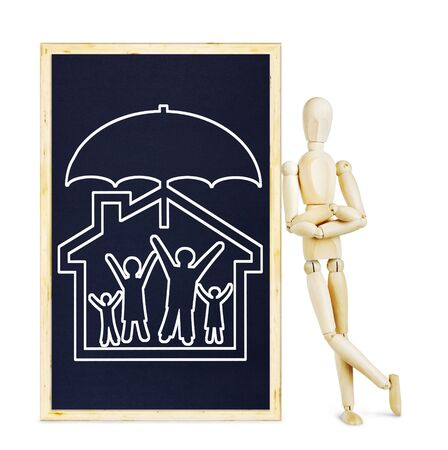 títere: El hombre que hace la presentación sobre la vida y seguro de la propiedad. Imagen abstracta con una marioneta de madera Foto de archivo