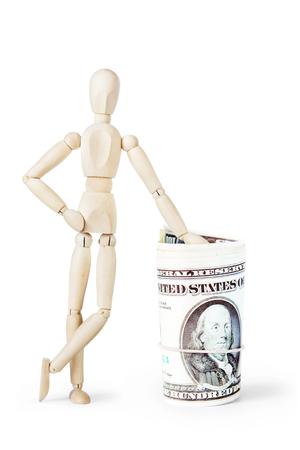 marioneta de madera: El hombre se apoy� en un gran manojo de d�lares. Imagen abstracta con una marioneta de madera