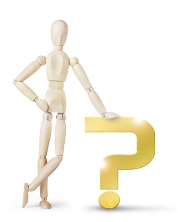 marioneta de madera: El hombre se apoyó en un gran signo de interrogación de oro. Imagen abstracta con una marioneta de madera