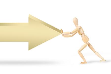 La resistencia a la fuerza externa. imagen conceptual con una marioneta de madera detener una flecha Foto de archivo