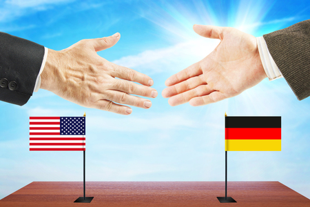 conversaciones: Concept of friendly talks between Germany and United States. Diplomacy and international policy Foto de archivo