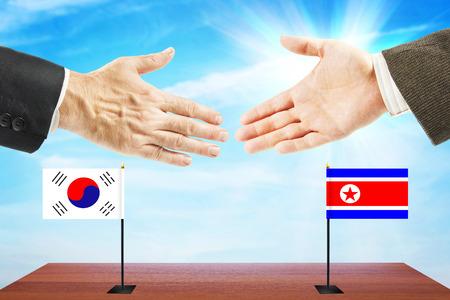 conversaciones: Peace talks between North and South Korea