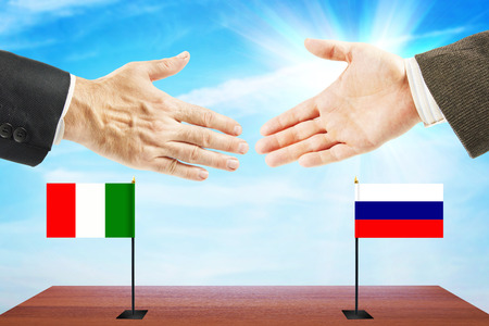 conversaciones: Las relaciones amistosas entre Rusia e Italia. Concepto de negociaciones y la diplomacia