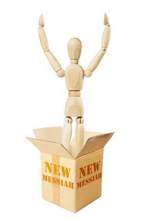 marioneta de madera: El nuevo mesías sale de la caja de cartón. Imagen abstracta con una marioneta de madera