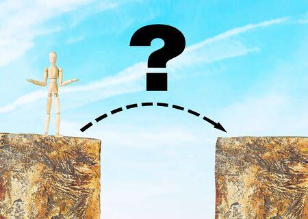 marioneta de madera: El problema es cómo cruzar el abismo. Imagen conceptual con una marioneta de madera
