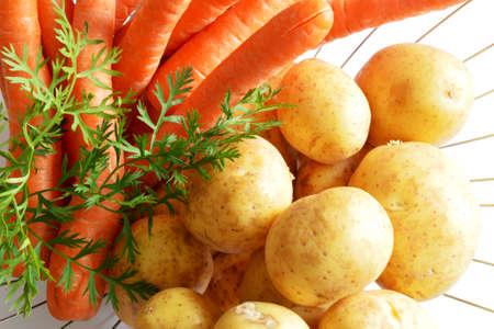 potatos: carrots and potatos in bowl