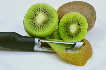 paring knife: Kiwi slice with Paring knife