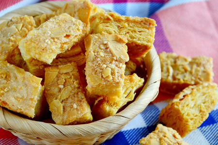 clothe: Almond puff pastry in the basket.