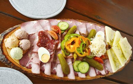 様々な混合肉と野菜の前菜 写真素材 - 91581951