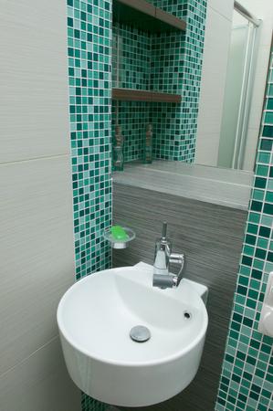 sink drain: Washbasin in the bathroom