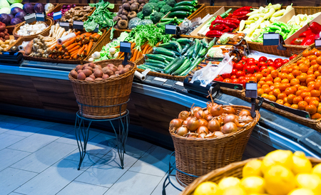 grocery counter in the market, such as cabbage, potatoes, carrots, buryak, onions, salad bow and carlik Standard-Bild