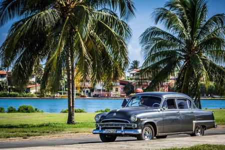HDR american car in Varadero Cuba 報道画像