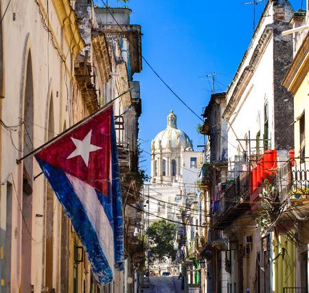 bandera de cuba: Cuba La Habana Capitol View con la bandera