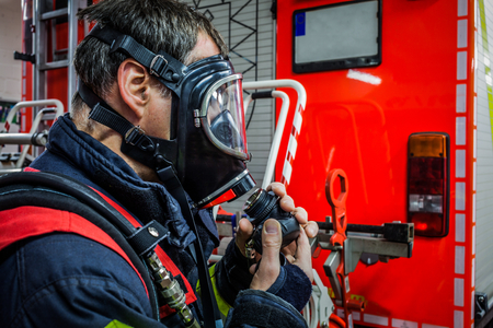 luft: Firefighter in action with respiratory protection mask - HDR