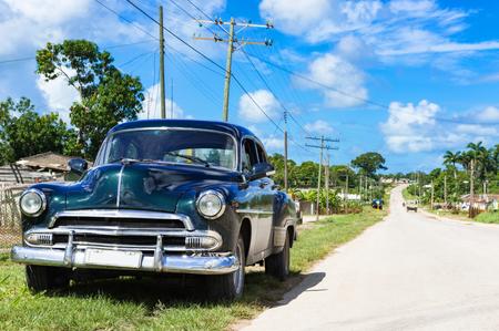American black 1951 vintage car on the country road at Quintin Banderas to the city of Santa Clara in Cuba - Series Cuba Reportage Redactioneel
