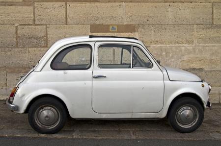 Old white Fiat 500 on Paris street  版權商用圖片