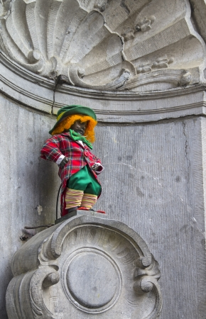 pissing: Manneken Pis dressed as a clown red  This is an old Brussels tradition todress this statue in various funny closes
