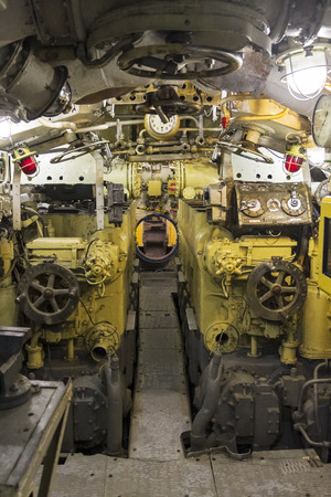Saint Petersburg, Russia - June 16, 2019: Engine compartment of the museum old soviet submarine. Saint Petersburg, Russia. 版權商用圖片 - 133405640