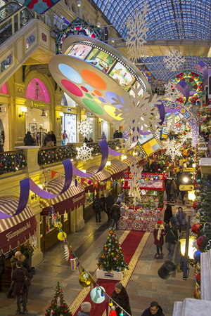Moscow, Russia - December 2, 2018: New Year and Christmas decorations in the galleries of the Main Universal Store. 新聞圖片