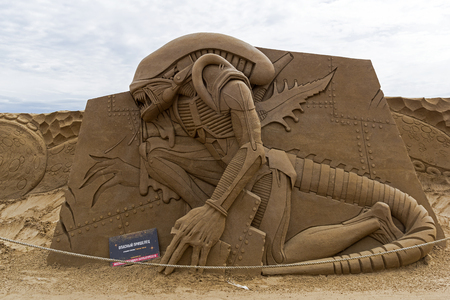 Saint Petersburg, Russia - June 13, 2019: The exhibition of sand sculptures at the Peter and Paul Fortress. Composition Dangerous Alien by Vladimir Blyudnik from Poland. 新聞圖片