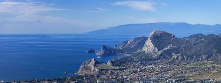 View along the Crimean coast in the direction of the resort towns of Sudak and Novyy Svet from the top of Mount Ai-Georgy. Sunny day in September. 版權商用圖片