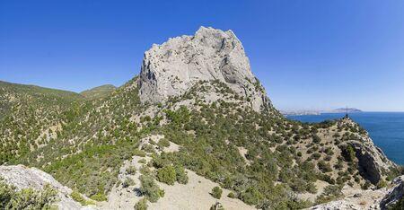 Crimea. View of Mount Sokol (Kush-Kaya) from Novyy Svet. Sunny day in September. 版權商用圖片