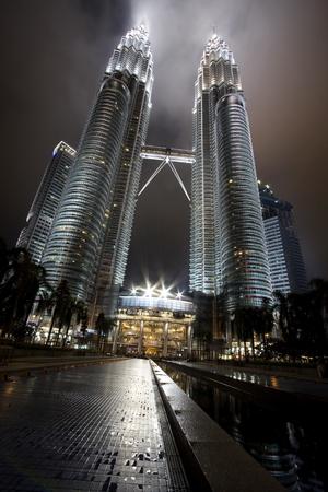 Kuala lumper, Malasia-December 30, 2010 : Night views of Landmark on December 30,2010 Petronas Twins Towers, Kuala Lumpur, Malaysia. Detail view of Petronas Towers Stock Photo - 9577025