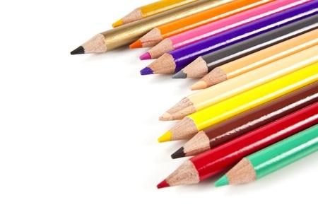 컬러 연필 흰색 배경에 색 휠 색상의 배열
