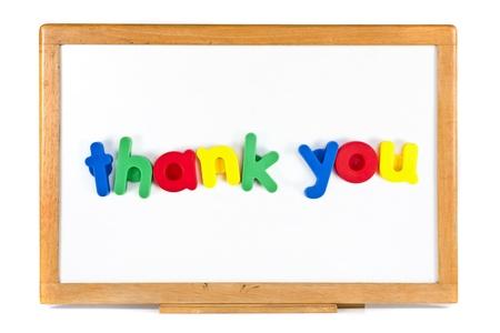 흰색 배경에 고립 된 화이트 보드에 당신에게 문자 메시지를 주셔서 감사합니다 스톡 사진
