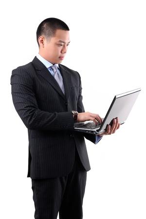 흰색 배경에 고립 사업가 노트북을 들고