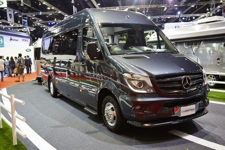 modificar: BANGKOK - 29 de marzo: Mercedes benz modificar coche por corriente de aire en exhibici�n en el 36 � Sal�n Internacional del Autom�vil de Bangkok el 29 de marzo de 2015, de Bangkok, Tailandia. Editorial