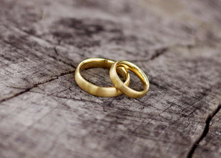 wedding rings: A pair of Wedding rings on a block of wood
