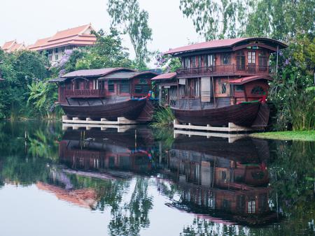 houseboat: Houseboat in the Tha Chin River Nakhonpathom
