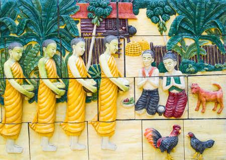 limosna: limosnas patr�n monjes budistas (abuelo, abuela dan limosnas a un monje budista en la ma�ana)