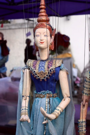puppet woman: Mujer de marionetas tailand�s