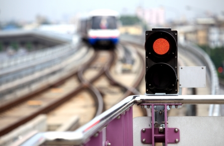 traffic signal: Se�al de tr�fico cielo-tren